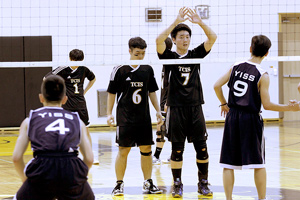 boys volleyball team ready at the net